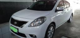 Nissan Versa SL 1.6. O top. - 2013