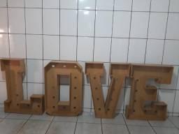 Letreiro LOVE para decoração