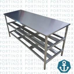 Mesa industrial em Aço Inox 430 - Com 2 prateleiras gradeadas