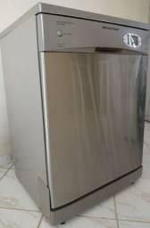 Vendo um linda máquina de lavar louça 12 serviços.