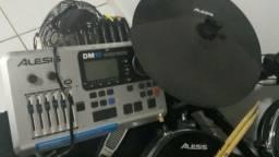 Bateria Eletrônica Alesis Dm10 Kit
