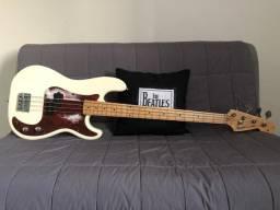 Baixo Fender Precision Bass