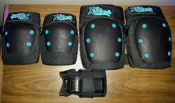 Kit com joelheiras, cotoveleiras, e protetor de pulso.