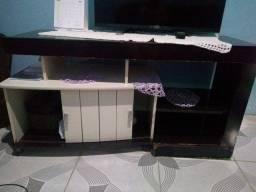 Sofá, estante e raque