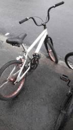 Bicicleta aro 20 de alumínio  valor 200,00