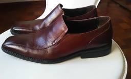 Sapato social da marca CNS, em couro legítimo, marrom. Estado de novo! (Tamanho 39).