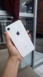 iPhone XR 128g, branco, R$ 2.500,00 (dentro da garantia da Apple)