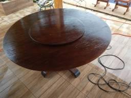 Mesa redonda com centro giratorio com cadeira