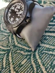 Vende se um relógio  da marca condor novo