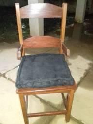 Cadeira toda em Sucupira.