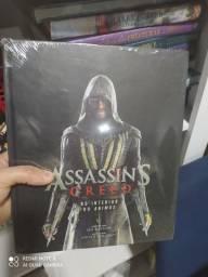 Livro assassins Creed gigante sem uso para colecionador