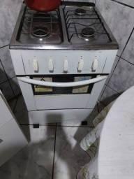 Vendo fogao usado co marcas de uso 250 reais