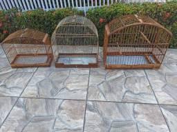 Vendo gaiolas em madeira e/ou fibra/madeira.