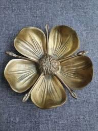 Cinzeiro de bronze antigo