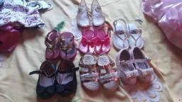Vendo sandálias para meninas