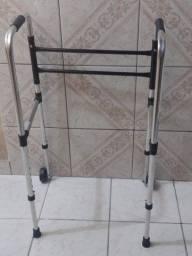 Cadeira de banho e andador semi novos