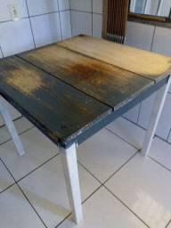Mesa madeira antiga .