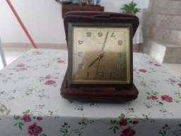 Relógio antigo de caxinha esse preço hoje.