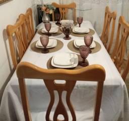 Mesa usada de madeira maciça com 6 cadeiras