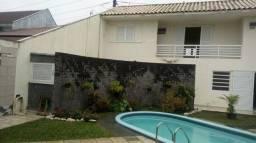 Casa com piscina no centro de guaratuba
