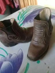 Vendo essa bota de couro n:26