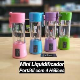 Liquidificador portátil 04 hélices recarregável capaz de triturar pedaços de fruta