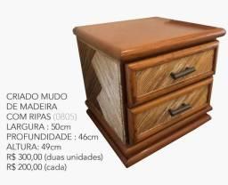 Dois criado mudo de madeira - usado (0805)