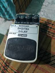 Pedal Behringer Digital Delay DD400 para guitarra