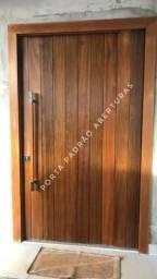 Porta pivotante de madeira maciça para Lages