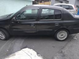 Renaut Clio 1.0 sedan só para rodar não compensa fazer documento - 2004