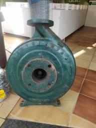 Bomba de água de trator