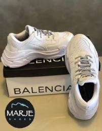 Tênis Balenciaga Branco chunky. Lindo e confortável.