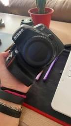 Título do anúncio: Câmera Fotográfica Nikon d5300 + lente + grip + 4 baterias + bolsa