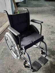 Cadeira de rodas seminova em alumínio