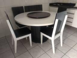 Mesa giratória com seis cadeiras