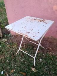 Mesa e cadeiras aço