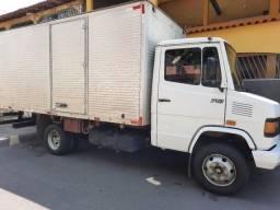 Título do anúncio: MB 710 2002 Caminhão bom