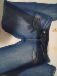 As duas calças jeans com laycra, Absoluta e outra, t. 42, simes novas.