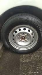 Roda 13 com os pneus