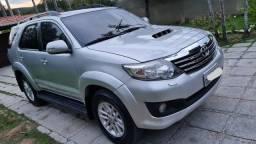 Toyota Hilux SW4 SRV 4x4 07 Lugares Ano Modelo 2014