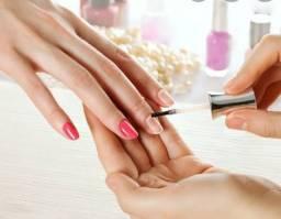 Precisa-se de manicure que faça alongamento