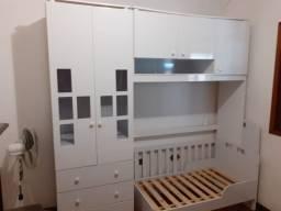 Guarda roupas infantil+ berço americano que vira cama por R$ 500,00 reais