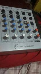 Uma mesa de som
