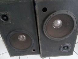 """Vendo 02 caixas de som +alto falante 12"""" e aparelho de som de brinde"""