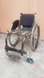 Cadeira de rodas monobloco usada