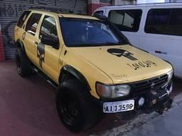 Jeep Nissan 4x4 - 1998