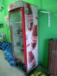 Vende-se geladeira da coca cola