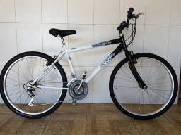 Bicicleta aro 26 reformada branca e preta