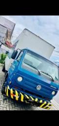 Caminhão bau 2009