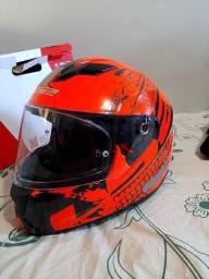 Novo na  caixa  capacete